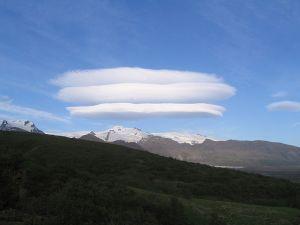 800px-lenticularis_cloud_above_gletscher_skaftafell_iceland_26jun05