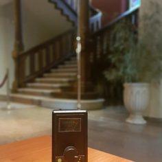 El detector de presencias al mínimo de frecuencia, cuya aguja apunta al máximo de presencia.