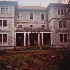 Otra de las fachadas del palacio.