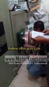Ahli Kunci Lemari Besi Panggilan Profesional Terpercaya di Tlogosari Wetan, Pedurungan, Semarang hubungi 0896-5639-3339