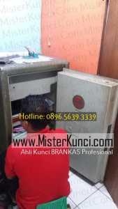 Jasa Ahli Kunci Lemari Besi Panggilan Profesional Terpercaya di Kalicari, Pedurungan, Semarang hubungi 0896-5639-3339