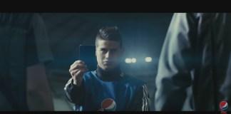 Un carton bleu dans la campagne de Pepsi