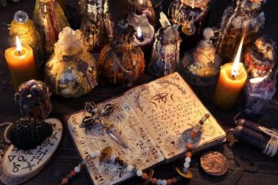 おまじないの呪文は願望成就のサポートに!強力な10の呪文を恋愛・金運別にスピリチュアル好きの筆者が大解説!