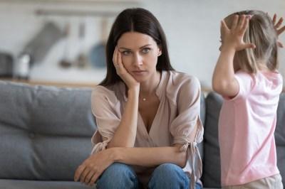 子育てでイライラするのはどうして?心理学的な4つの原因とメカニズム・対処方も心理学を学んだママライターが徹底解説!