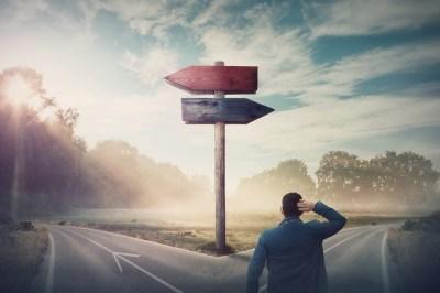 人生の選択で迷った時の正しい決断法とは?5つのマインドを迷ったら苦しい道を選んできた筆者が解説!