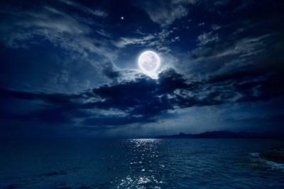新月のスピリチュアルな働きによる心と体調への5つの影響とは?月の満ち欠けの影響・体調を整える4つの方法を月のサイクルを学ぶ筆者が解説