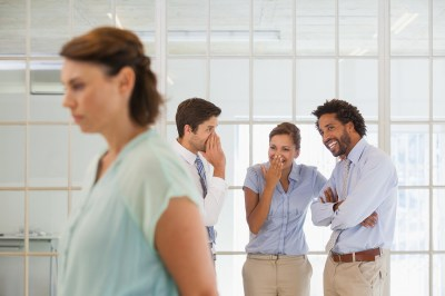 嫌がらせをする人の特徴とは?その心理状態や嫌がらせを受けた時の対処法を経験してきた筆者が紹介!