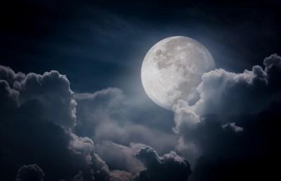 満月のスピリチュアルな4つの意味・気を付けたい4つのこと・行うとよい5つのことを月のサイクルを学ぶ筆者が解説