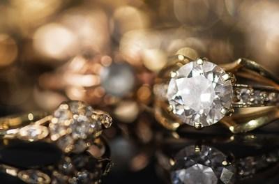 宝石の夢の16個の意味!ダイヤモンド・失くす・黒など状況別に夢占いに慣れ親しんできた筆者が解説!