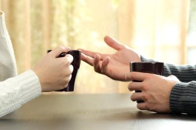 離婚すべきかどうか迷ったら?ためらう理由から決断方法まで原因を明らかにしつつ離婚カウンセラーの筆者が詳しく解説