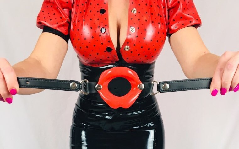 red spotty holding red lip gag (2)
