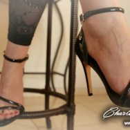 Rainha Dominadora sp pés
