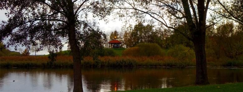 Aussichtspunkt am Rothsee in Mittelfranken bei Nürnberg mit Info-Pavillon