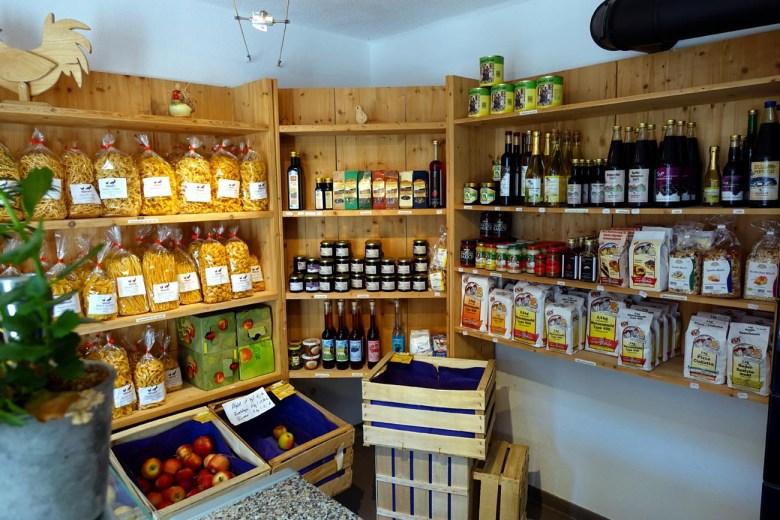 Der Hofladen des Bärenhofes ist zwar nicht besonders groß dafür gibt es aber jede Menge tolle regionale Produkte