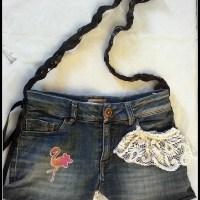 Como hacer un bolso con un pantalón vaquero: María y Sofía nos traen esta idea super chula desde su blog de moda.