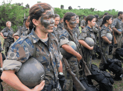 16-ian-Female-Soldiers-600x445