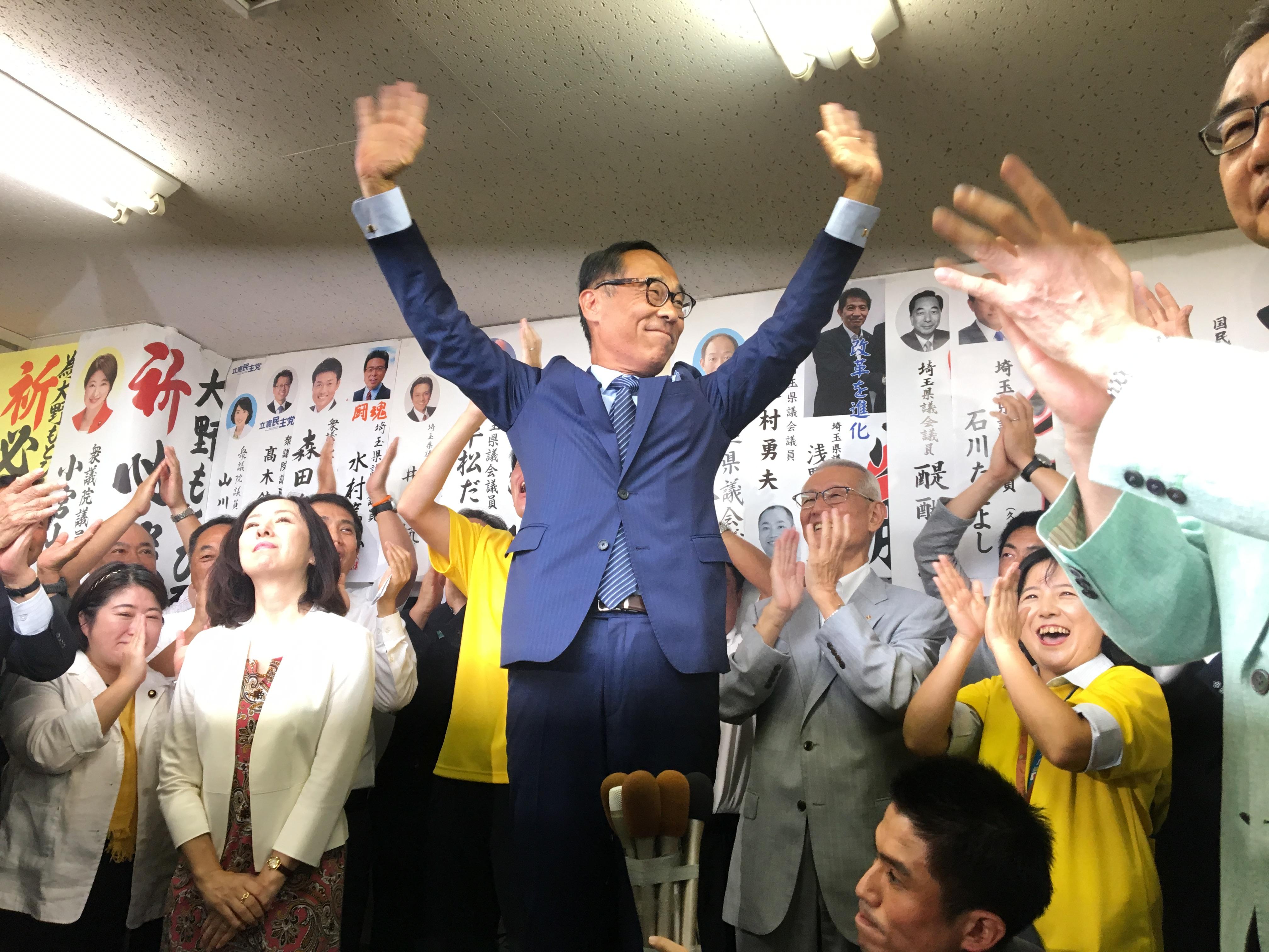 大野元裕氏が第61代埼玉県知事に当選 当確の瞬間を激写!