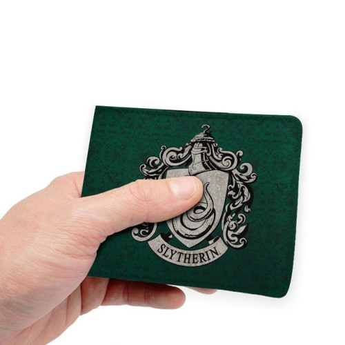 Portafoglio Serpeverde Harry Potter dettaglio mano