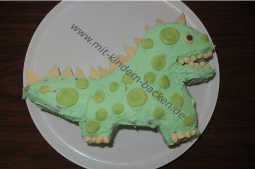 Geburtstagskuchen Dino mit Marzipan