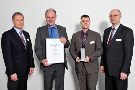 Unser Bild zeigt (v.l.r.) Peter Dreyhaupt (Leiter QM, Reifenhäuser-Gruppe), Dr. Thomas Simon, Max Dechow (beide IT-HAUS GmbH), Karsten Kratz (CFO Reifenhäuser-Gruppe)