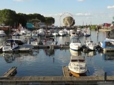 Boote und Fahrgeschäfte