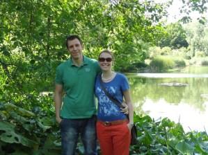 Jonas und Franzi im botanischen Garten