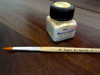 Mein Material: Pinsel und Porzellanfarbe...