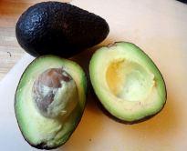Aufgeschnittene Avocado: sie sollte nicht braun sein!