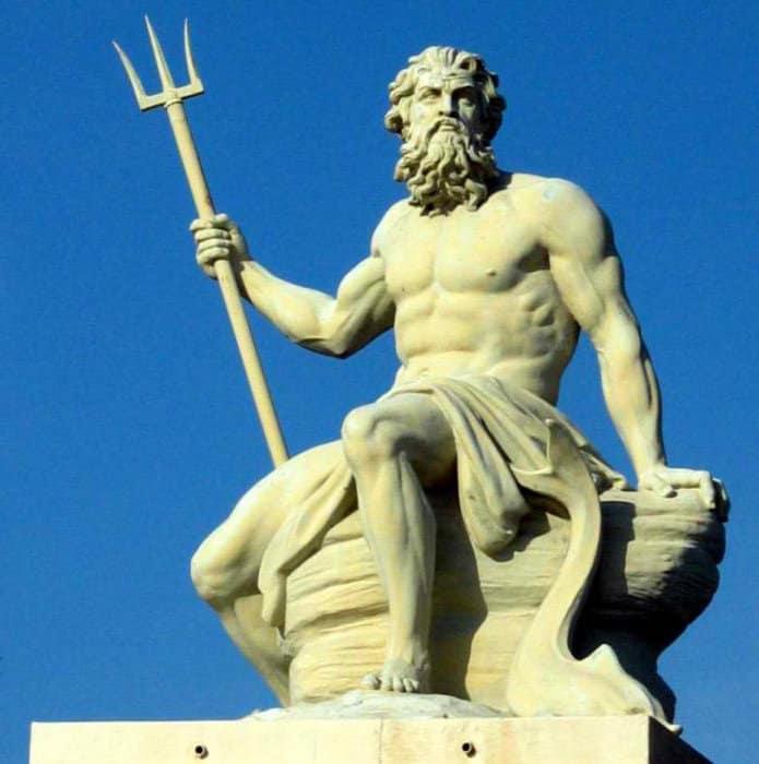 Estatua de Poseidón en el puerto de Copenhague, capital de Dinamarca.