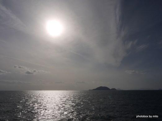 あの島の向こうへ