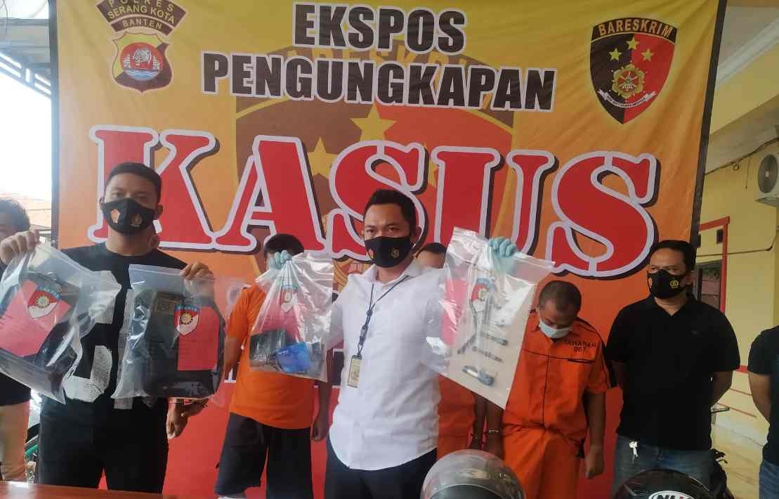 Gambar Tim Reskrim Polres Serang Kota Berhasil Bekuk Kawanan Spesialis Pecah Kaca Mobil 1