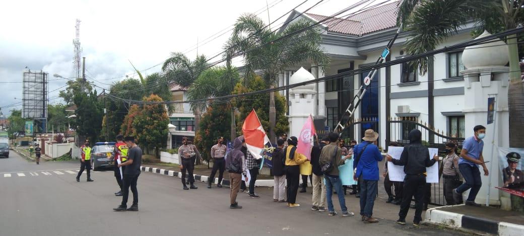 Gambar Dipicu Telur Busuk, Empat OKP Mahasiswa Desak Kejari Pandeglang Periksa Direktur CV. Kenzi One Indonesia 15