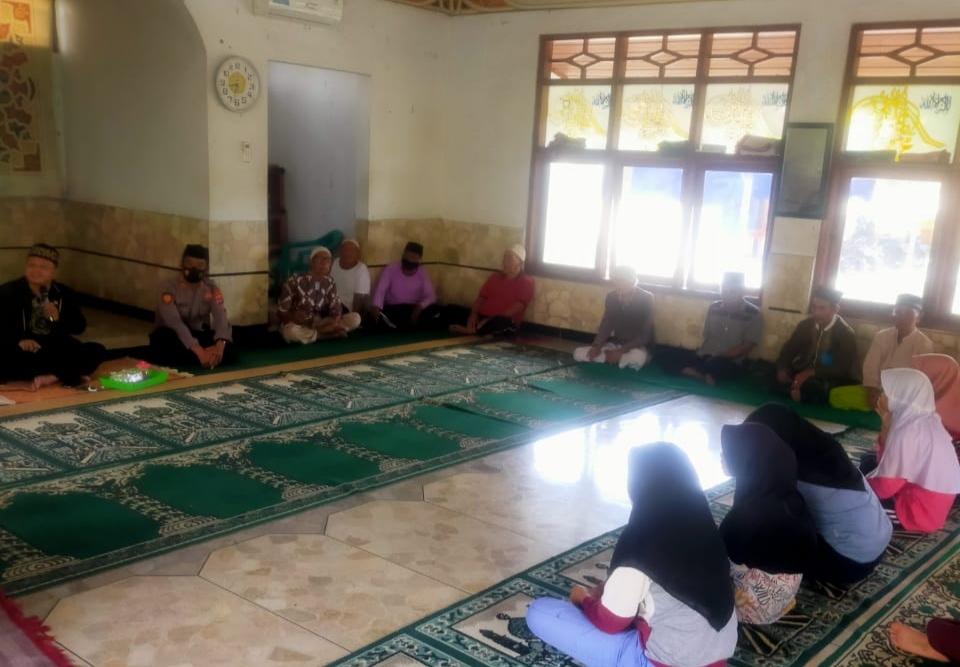 Gambar Guna Meningkatkan Iman dan Takwa, Wakapolsek Cipocok Jaya Rutin Ikuti Pengajian 3