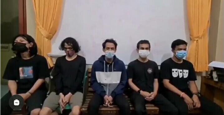 Gambar Polisi Amankan 5 Orang Massa, Bawa Celurit di Serang Diduga Geng Motor All Star 11