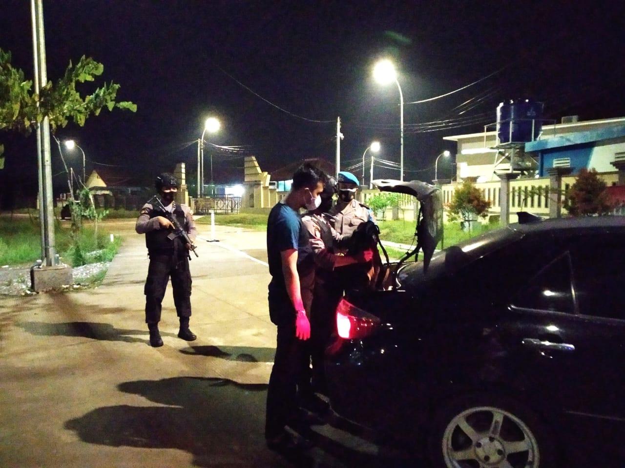 Gambar Insiden Penyerangan Terduga Teroris, Keamanan di Polres dan Polsek Lebih Ditingkatkan 17