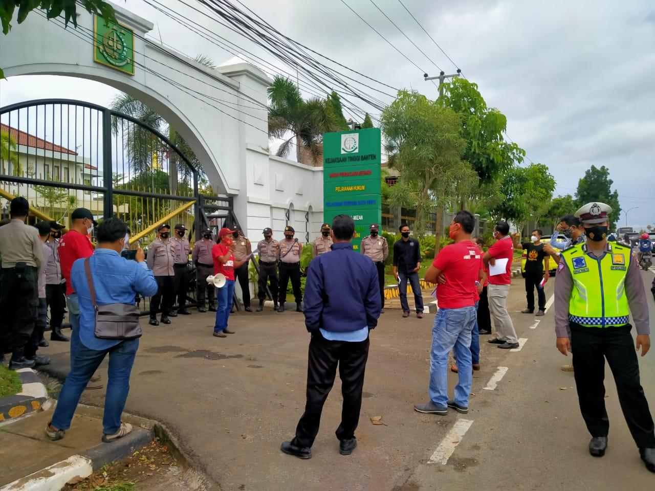 Gambar Aksi Unras Pesidium NGO Banten, Polres Serang Kota Siagakan Ratusan Personel 11