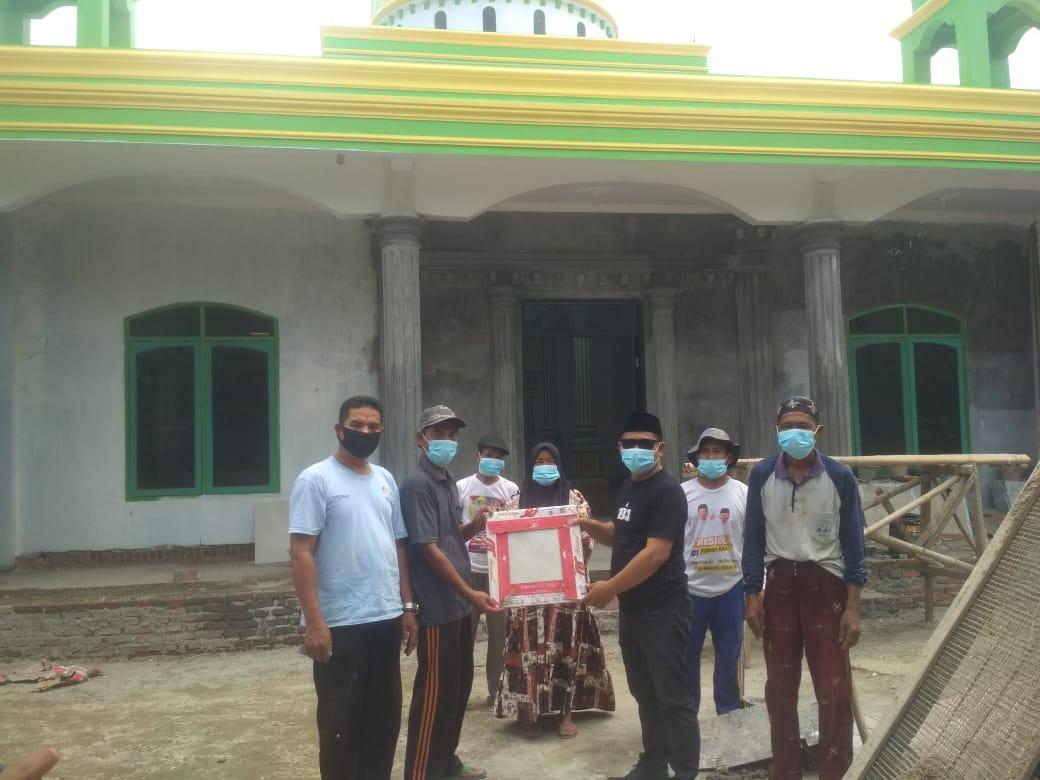 Gambar Jum'at Berkah Ahmad Nuri Berikan Bantuan Semen dan Keramik ke Mushola Warga Bengkeng Lebak 13
