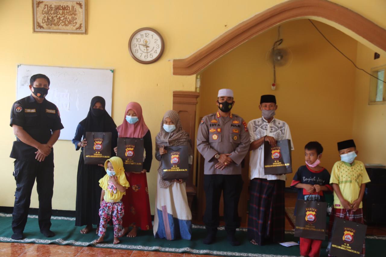 Gambar Kapolda Banten Salurkan Bantuan Perlengkapan Sholat 11