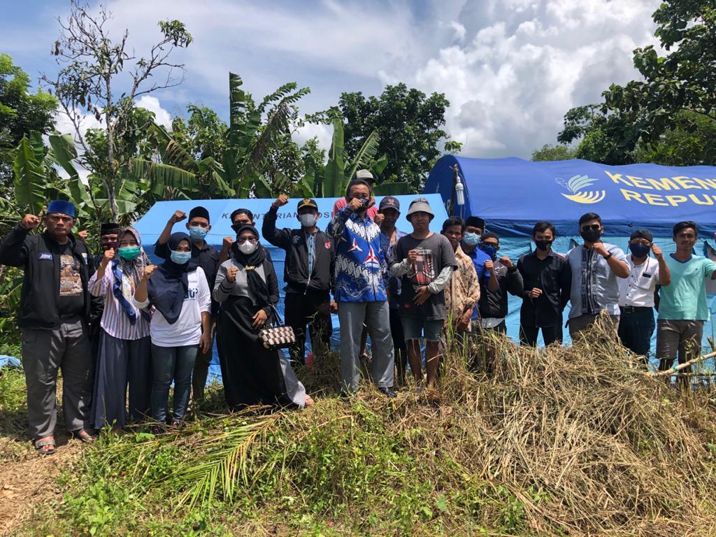 Gambar Usai Tazkiyah Dirumah Duka, Yoyon Sujana Sempatkan Sambangi Warga Yang Diusir Pemilik Tanah di Kecamatan Sobang 1