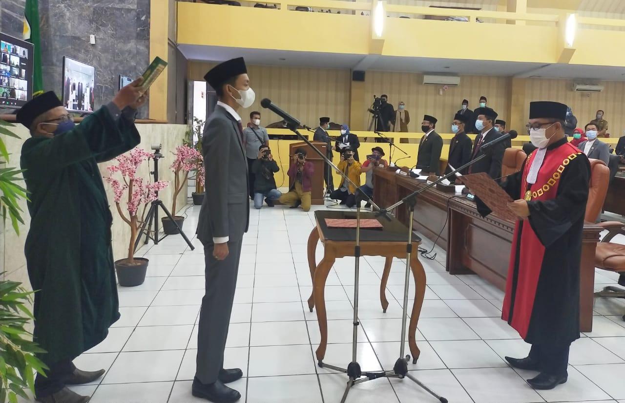 Gambar Agil Zulfikar Resmi Dilantik Sebagai Ketua DPRD Lebak : Prestasi Saya Bukan Jabatan Tapi Bagaimana Hadirkan Manfaat 15