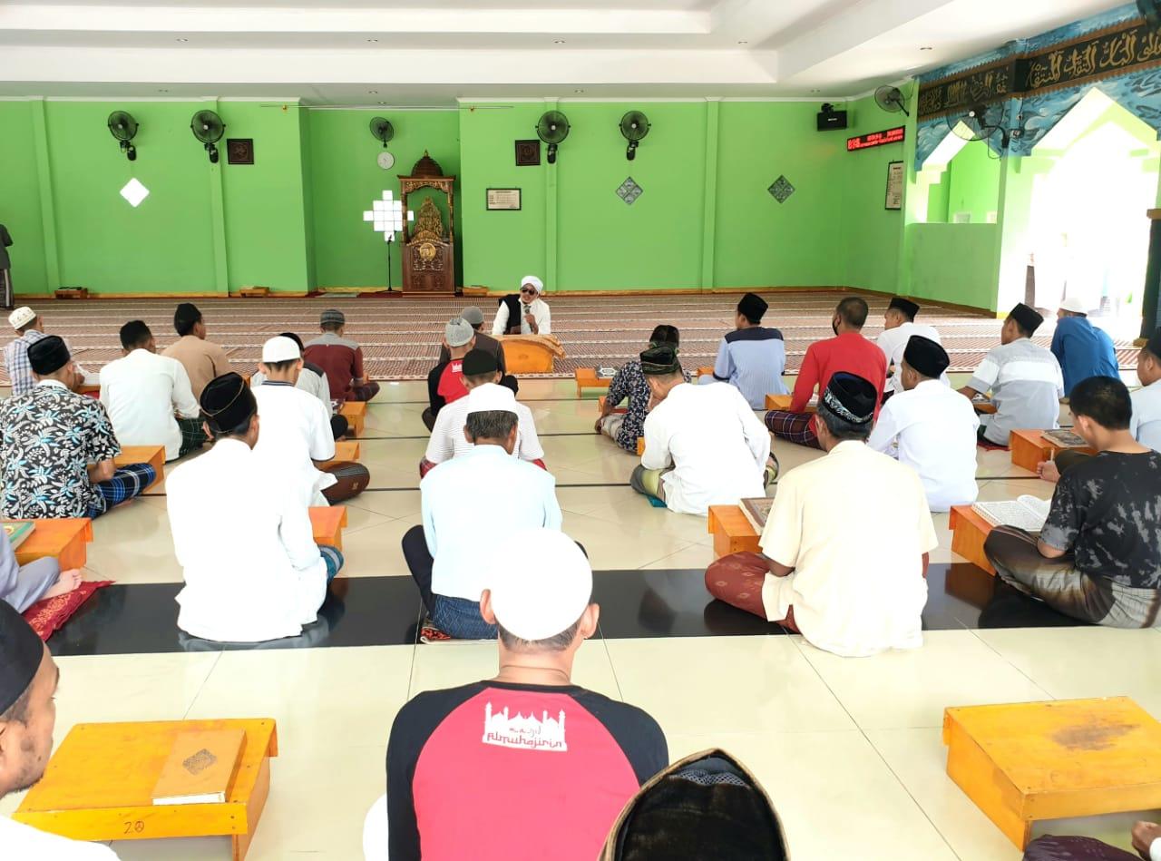 Gambar Santri Lapas Cilegon Diajari Kitab Kuning 13
