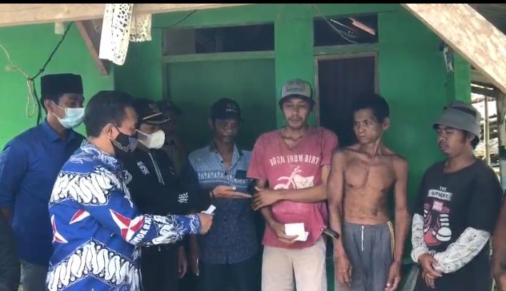 Gambar Usai Tazkiyah Dirumah Duka, Yoyon Sujana Sempatkan Sambangi Warga Yang Diusir Pemilik Tanah di Kecamatan Sobang 3
