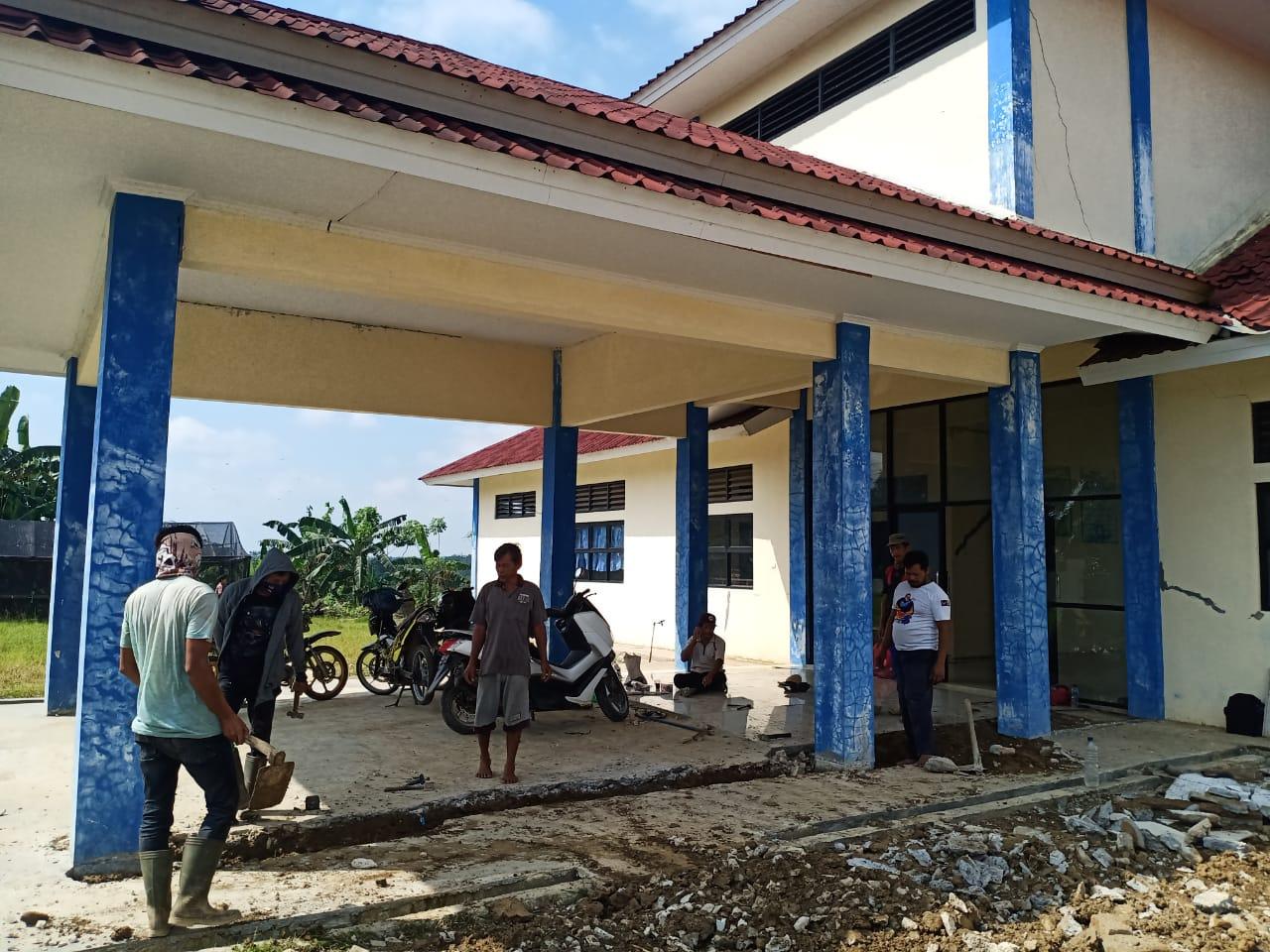 Gambar Tidak Mendapat Pembayaran Pekerjaan Perbaikan Gedung SMKN 14 Pandeglang, Kontraktor: Saya Akan Bongkar Lagi 15