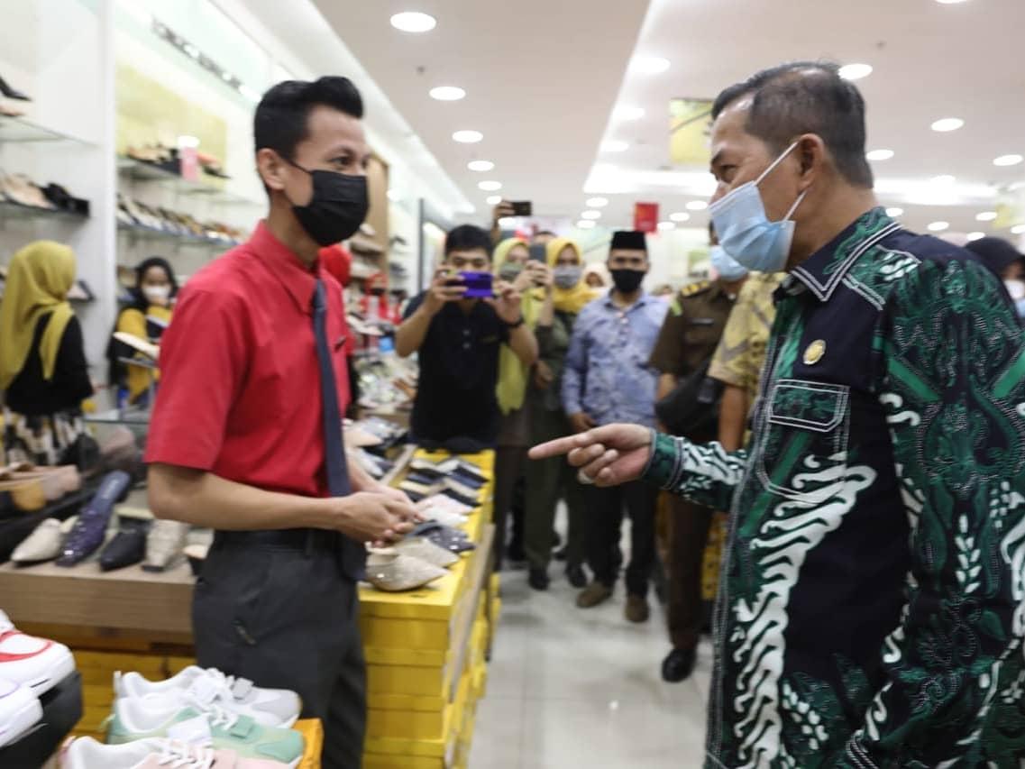 Gambar Antisipasi Pelonjakan Jelang Penghujung Ramadhan, Wali Kota Serang Bersama Forkopimda Sidak MOS 17