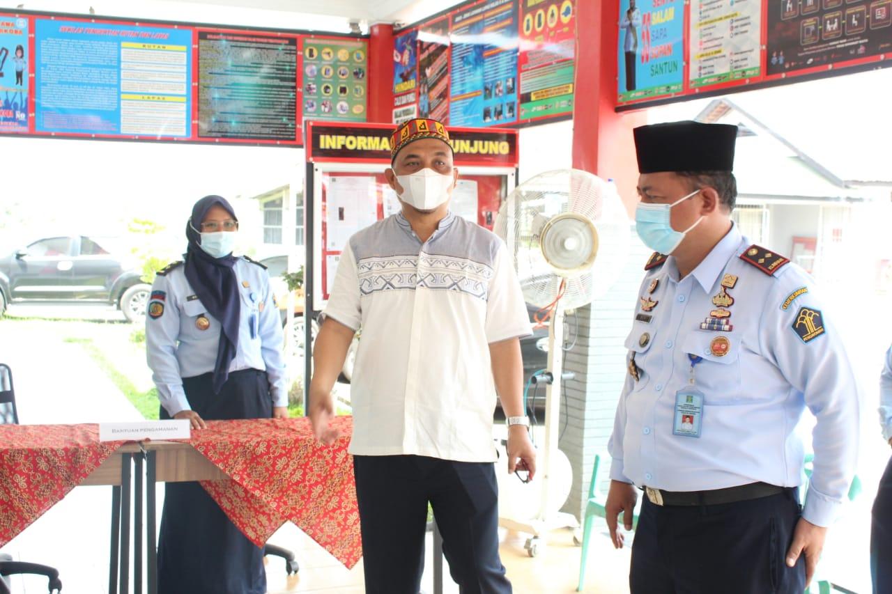 Gambar KadivPas Kemenkumham Banten Kunjungi Lapas Serang, Ada Apa? 15