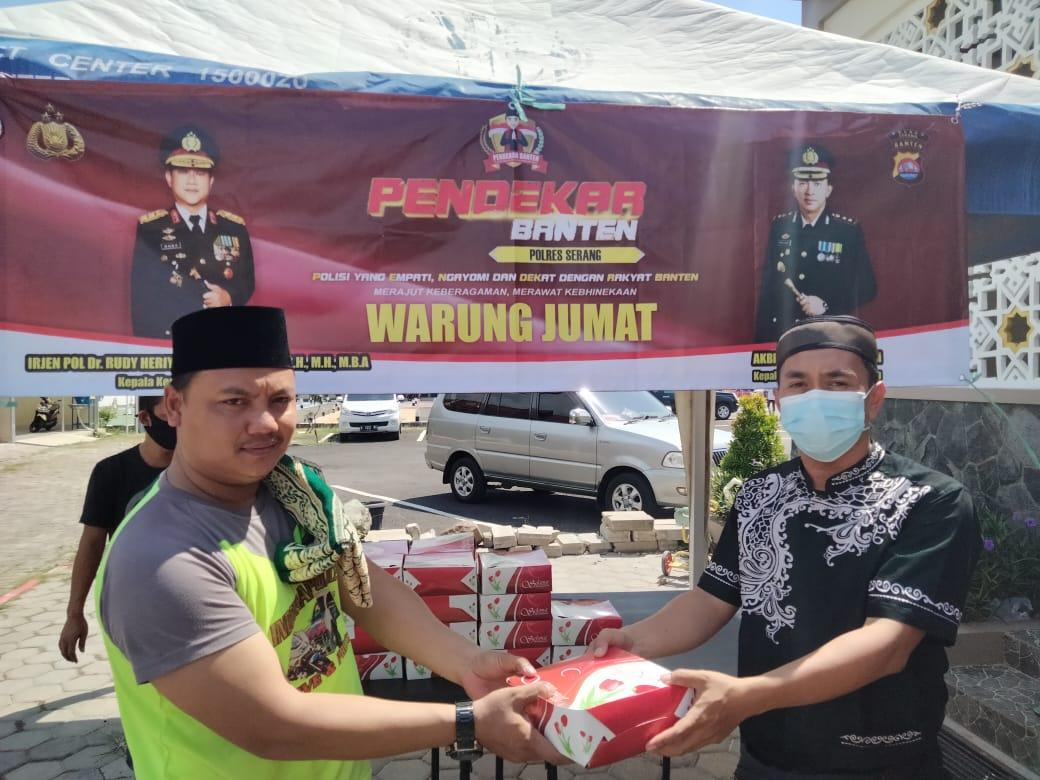 Gambar Gelar Warung Jum'at Polres Serang Bagi -bagi Nasi Kotak 17