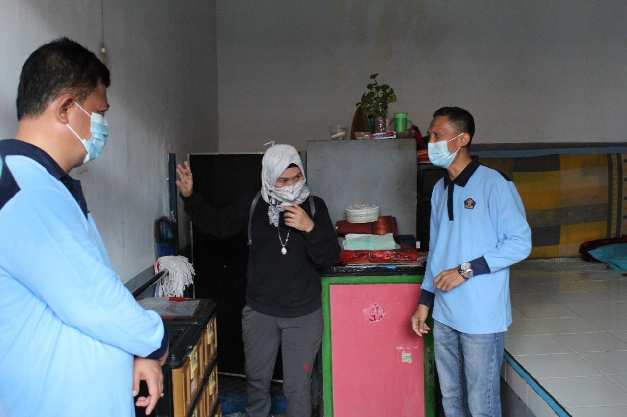 Gambar Kepala Puskesmas Banten Girang Tinjau Blok Hunian Lansia, Wisma Dilan Mendapat Apresiasi dari Kapus 1