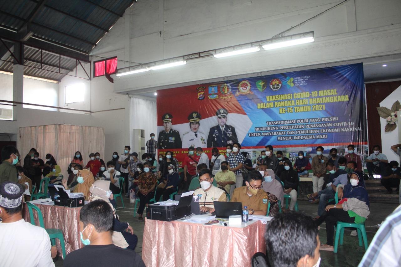Gambar HUT Bhayangkara Polri ke 75, Polres Serang Sukseskan Program Herd Immunity Covid-19 13
