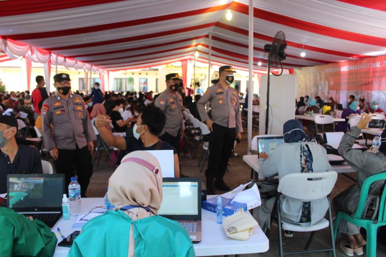 Gambar Rangkaian HUT Bhayangkara ke75, Kepolisian di Banten Gelar Vaksinasi Masal 11