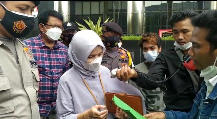 Gambar Usut Tuntas Kasus Korupsi di Banten, JPMI Gelar Aksi Demo di Gedung KPK RI 1